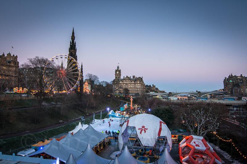 Weihnachtsmarkt  und Weihnachtsrummel in Edinburgh