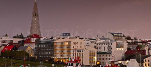 Blick auf die Stadt mit der Hallgrímskirkja